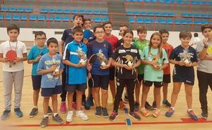 El Open Ciudad de Salamanca de Tenis de Mesa inunda La Alamedilla de jóvenes palistas