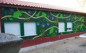 El parque municipal de Monleras luce un nuevo mural realizado por los chavales