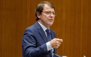 Mañueco pone su Gobierno de coalición y «certidumbres» como ejemplo a Sánchez