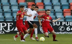 El filial del Salamanca CF UDS se queda solo en la cabeza tras ganar el derbi al Santa Marta (2-0)