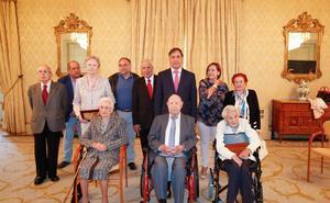 Salamanca rinde homenaje a sus vecinos centenarios