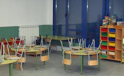 Protesta por el cierre de una de las aulas del colegio de Becerril
