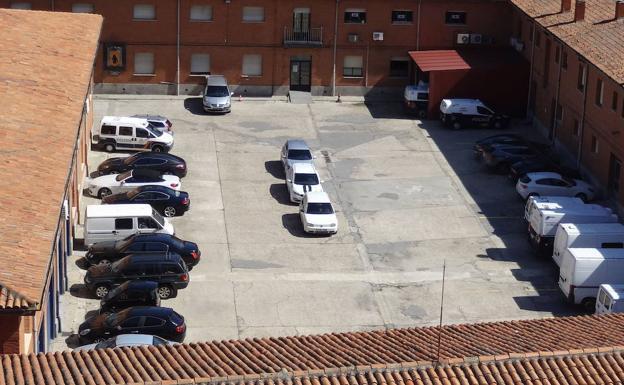 Vehículos intervenidos al clan Varela de Barrio España, en la Comisaría de Las Eras./J. S.