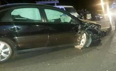 Investigan una colisión frontal en Valladolid que causó daños a otros dos vehículos estacionados