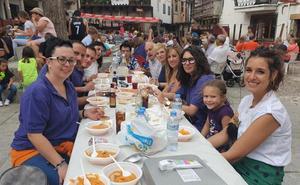 San Esteban de la Sierra celebra la comida solidaria en favor de Asprodes