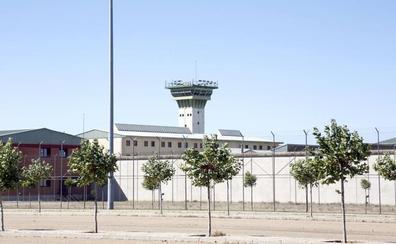 Un preso de Dueñas agrede a un funcionario y destroza la celda