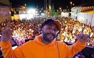La actuación de Kiko Rivera atrae a 3.000 personas a un pueblo de Palencia con 145 vecinos censados