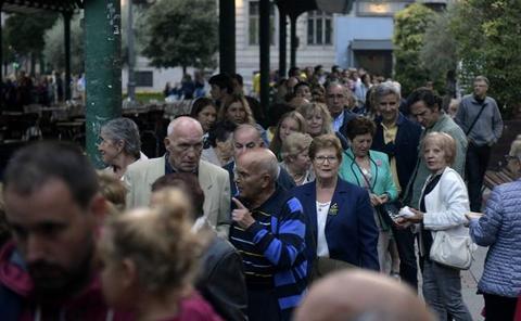 Largas colas para probar los perritos del fin de fiestas en Valladolid