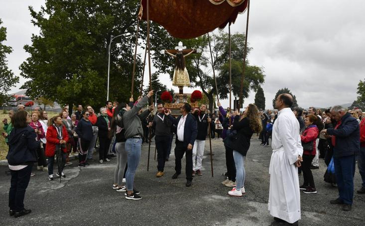 Fiestas del Caloco en El Espinar, hoguera del Teo y romería