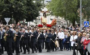 La lluvia desluce la procesión del Cristo del Caloco