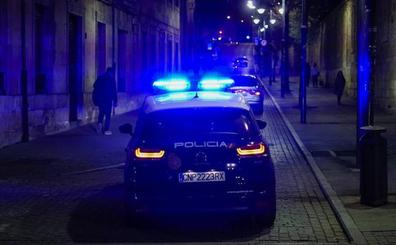 Detenido un joven de 19 años por destrozar de madrugada los retrovisores de siete coches