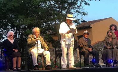 Poetas y público comparten versos en el Festival Pan Duro de Brieva
