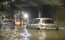 ¿Qué hacer si tu coche queda atrapado en una riada?