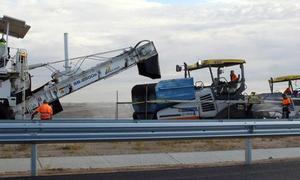 El asfaltado anuncia el final de las obras de la SG-20 en el tramo de siete kilómetros en sentido Ávila