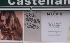 Pintadas en contra del grupo que quiere invertir en la Segoviana en su sede de Madrid
