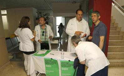 Satse recoge firmas en Palencia para exigir más enfermeras por paciente