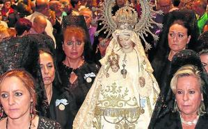 La cofradía traslada en coche la imagen de la Virgen de la Fuencisla ante la amenaza de lluvia