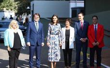 La Reina Letizia visita el centro de enfermedades raras de Burgos en su décimo aniversario