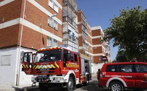 Cinco intoxicados por inhalación de humo en un incendio de una vivienda en la calle Los Olmos de Palencia
