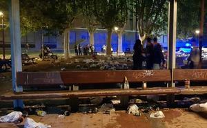 Desalojan a miles de jóvenes de un botellón en el entorno de Filosofía y Letras de Valladolid