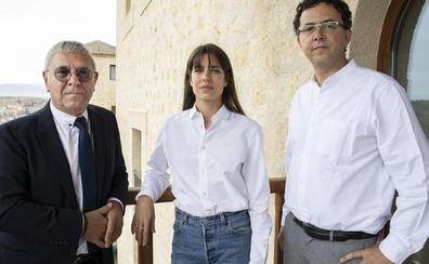 Carlota Casiraghi sortea los flashes para hablar de filosofía en el Hay Festival de Segovia