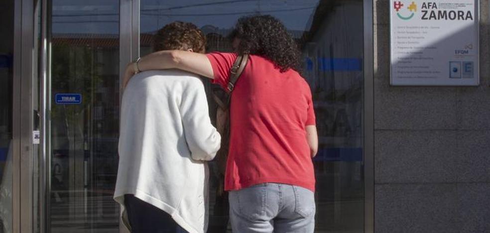 María José Salvador: «Esta es una enfermedad muy dura para la familia porque no la entiende»