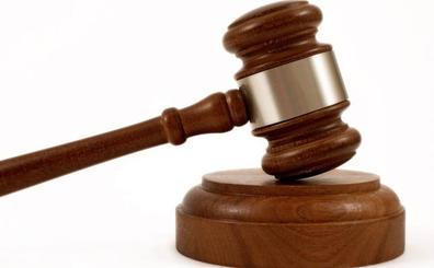 Una mujer será juzgada en Valladolid por herir en el cuello con unas tijeras a su amante, un agente de Policía