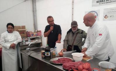 La primera Feria Gastronómica de La Alberca promociona los productos del territorio