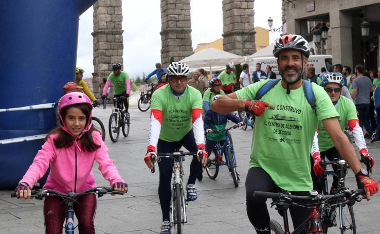 Marcha ciclista organizada por la Asociacion contra el Alzheimer de Segovia