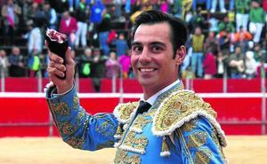 Del Álamo y Del Pilar pasean las únicas orejas en una seria corrida de Valdellán en Riaza