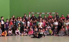 300 escolares disfrutan del balonmano en Palazuelos