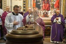 Multitudinaria despedida al obispo de Zamora, tras su fallecimiento por un cáncer «agresivo»