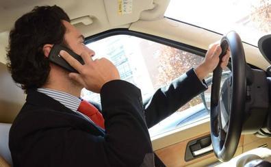Más de 111.800 castellanos y leoneses reconocen haberse hecho selfis mientras conducen