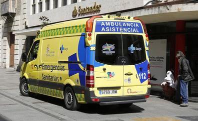 Dos heridos graves en una colisión frontal a la salida de Renault en Villamuriel