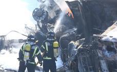 Fallece el conductor de un camión que se incendió tras impactar contra otro vehículo y volcar en la A-6 a la altura de Ponferrada