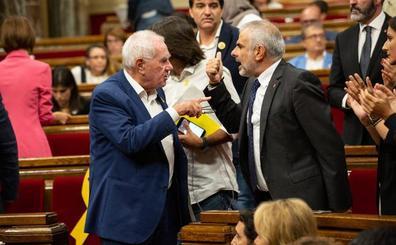 Esquerra y Ciudadanos, a punto de llegar a las manos en la Cámara catalana