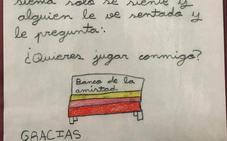 Una niña del Fernando de Rojas propone un banco de la amistad para el cole y la inciativa se hace viral en las redes