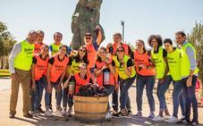Vendimia solidaria de las jugadoras del Club Deportivo Balonmano Aula Cultural de Valladolid