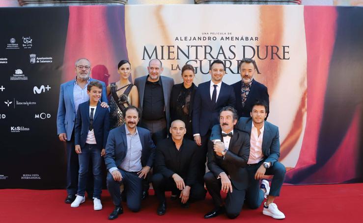 El elenco de la película pisa la alfombra roja de Salamanca