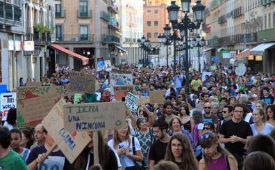 600 manifestantes reivindican la defensa de los ecosistemas