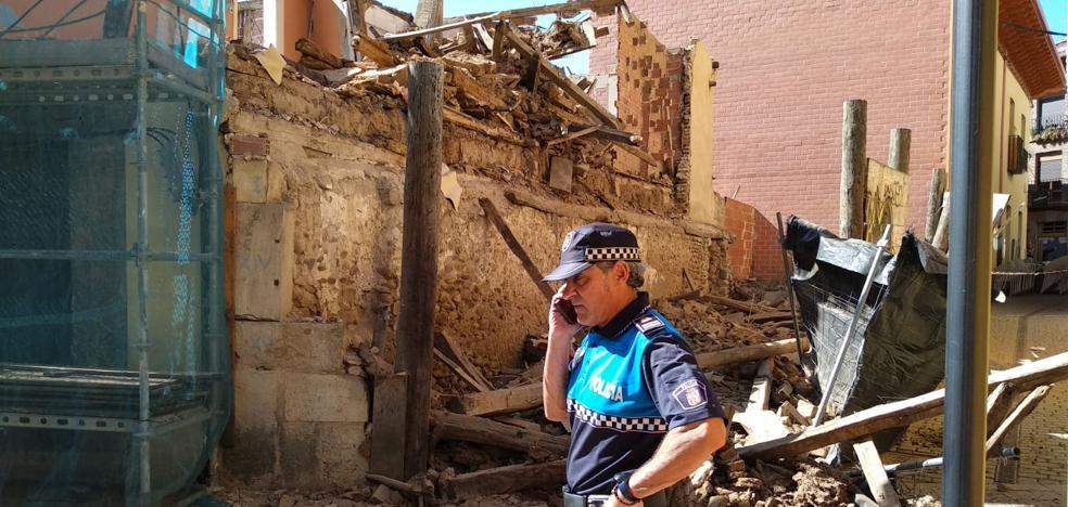 Una vivienda se desploma junto a la iglesia del Mercado sin causar daños personales