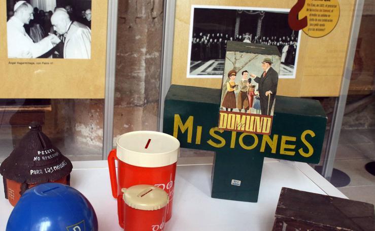 Exposición «Domund al descubierto» en el claustro de la Catedral de Segovia