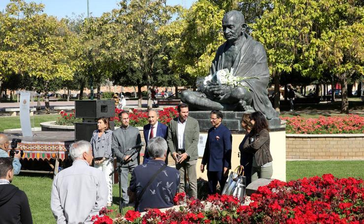 Homenaje a Gandhi en el Parque de la Paz de Valladolid