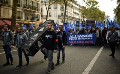La Policía francesa dice «basta» y muestra su malestar en París