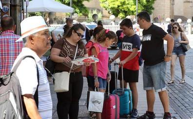 La alcaldesa de Segovia ve «receptivo» al consejero de Cultura para implantar la tasa turística