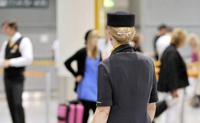 Una azafata revela por qué no hay que pedir nunca café ni té a bordo de un avión