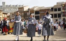 Peñafiel celebra la vendimia con el pisado de la uva y un gran desfile