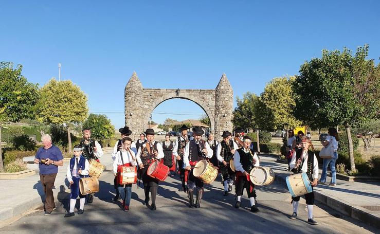 Festival folclórico cierra las fiestas en San Miguel de Valero