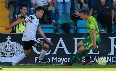 Un polémico gol desnivela el derbi que se lleva el Salamanca CF UDS con dos goles de Gio (2-0)