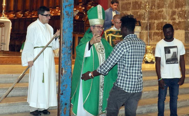 Las imágenes de la llegada de la Cruz de Lampedusa a Valladolid